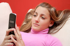 移动电话女孩 免版税图库摄影