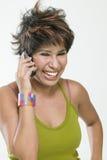 移动电话查出的联系的妇女 免版税库存图片