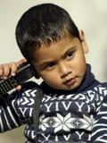 移动电话的一个男孩 免版税库存图片