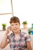 移动电话纵向女小学生 免版税库存照片