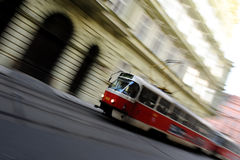 移动电车在布拉格 免版税库存图片