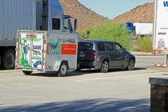 移动的卡车停放了高速公路在菲尼斯亚利桑那 免版税库存照片