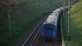 移动的火车的鸟瞰图 影视素材