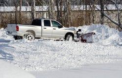 移动的许多雪在一个冷的冬日 免版税图库摄影