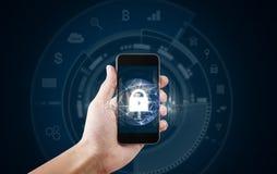 移动设备安全和互联网连接 使用流动聪明的电话和锁象的手 这个图象的元素被装备 免版税图库摄影