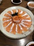稀薄的三文鱼切片 免版税库存照片