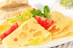 稀薄被切的瑞士乳酪 免版税库存图片