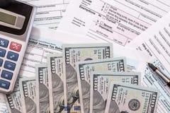2017税从1040与美元 图库摄影