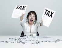 税务吓唬的妇女 免版税库存图片