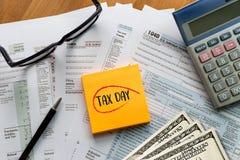 税单独收入回归财务会计形式时间为 免版税图库摄影