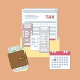 税天设计 付款州税和发货票 与税,检查,票据,有金钱的,日历钱包的开放信封与红色日期 免版税库存照片