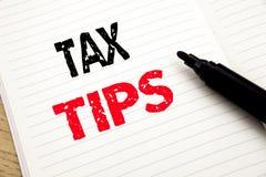 税技巧 企业概念获得纳税人协助在有拷贝空间的笔记本写的退款退款在书背景机智 免版税库存图片