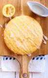 稠粘的柠檬蛋糕 免版税库存图片