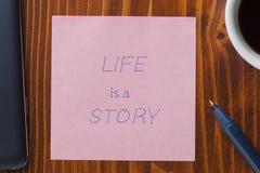 稠粘的笔记与tex生活是故事 免版税库存照片
