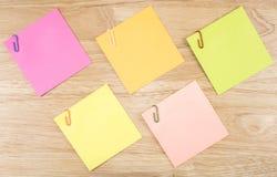 稠粘的笔记和纸夹18 图库摄影