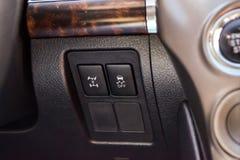 稳定控制系统和锁的中心差别按钮在汽车黑盘区在方向盘附近 免版税图库摄影