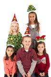 滑稽圣诞节头饰带微笑的五个幼儿 免版税库存照片