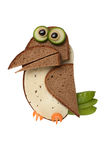 滑稽的乌鸦由面包和乳酪制成 免版税库存图片