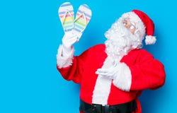 滑稽的圣诞老人获得与触发器的一个乐趣 库存图片