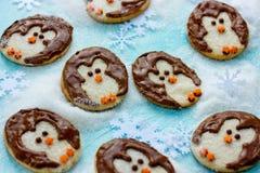 滑稽的圣诞节企鹅曲奇饼创造性的想法食谱 免版税库存照片