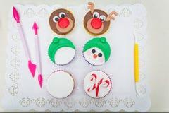 滑稽的圣诞节杯形蛋糕特写镜头  库存图片
