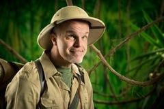 滑稽的探险家在森林里 库存照片