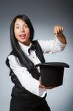 滑稽的概念的妇女魔术师 免版税库存照片