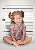 滑稽的淘气婴孩面部照片有纹身花刺的,不服从的儿童骗局 免版税库存照片