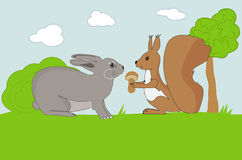 滑稽的灰鼠为兔子提供蘑菇 免版税库存照片