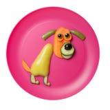 滑稽的狗由新鲜蔬菜做成在木背景 图库摄影