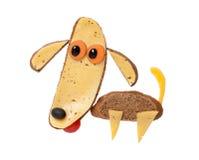 滑稽的狗由黑面包和乳酪制成 免版税库存照片