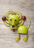 滑稽的狮子由新鲜水果制成 库存照片