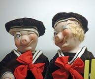 滑稽的猪玩偶-男孩和女孩 库存照片