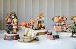 滑稽的纪念品待售在礼品店在卢赛恩 瑞士 免版税库存图片