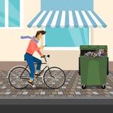 滑稽的英俊的人骑自行车 免版税库存图片
