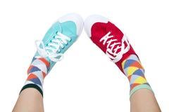 滑稽的运动鞋和袜子 免版税库存照片