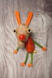 滑稽的野兔由菜做成 库存照片