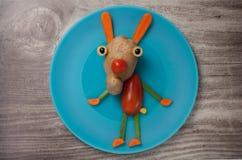 滑稽的野兔由菜做成 库存图片