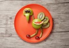 滑稽的驼鸟由果子制成 免版税库存照片