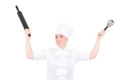 滑稽的年轻人烹调制服的妇女有烘烤滚针isolat的 库存图片