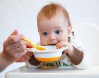 滑稽的婴孩晚餐 免版税图库摄影
