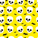 滑稽的头骨,棒,万圣夜,无缝的样式,黄色背景 向量例证