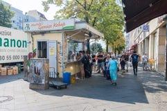 穆斯塔法` s Gemuse Kebap 一最普遍的kebab在柏林 免版税库存照片