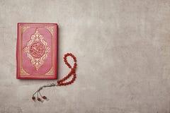 穆斯林和念珠圣经  免版税库存图片