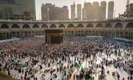 穆斯林在世界` s不同的国家的麦加聚集了 免版税库存照片