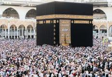 穆斯林在世界` s不同的国家的麦加聚集了 免版税图库摄影