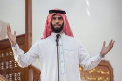 穆斯林或助理阿訇,呼叫请求祷告或者执行的azan 免版税图库摄影