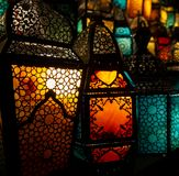 穆斯林样式的灯笼发光 库存照片