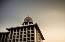穆斯林的Istiqlal清真寺高楼能祈祷他们的神阿拉 库存图片