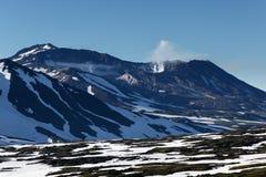 穆特洛夫斯基火山火山-堪察加半岛活火山  免版税库存照片